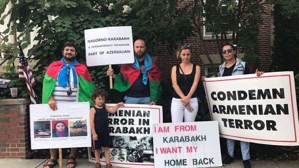 Акция протеста перед посольством Армении в Вашингтоне - Sputnik Азербайджан