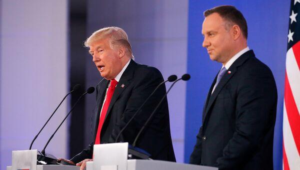 Donald Tramp Varşavada Polşa prezidenti Anji Duda ilə görüşü zamanı - Sputnik Azərbaycan