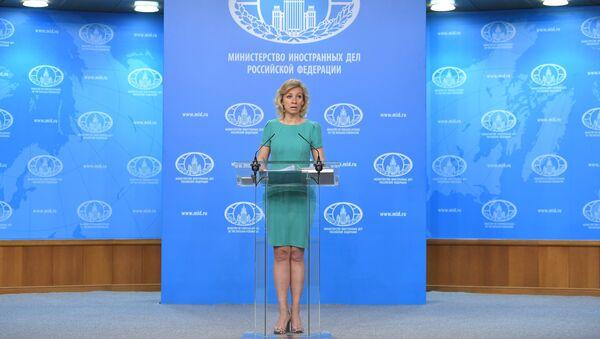 Официальный представитель министерства иностранных дел России Мария Захарова во время брифинга в Москве, 29 июня 2017 года - Sputnik Азербайджан