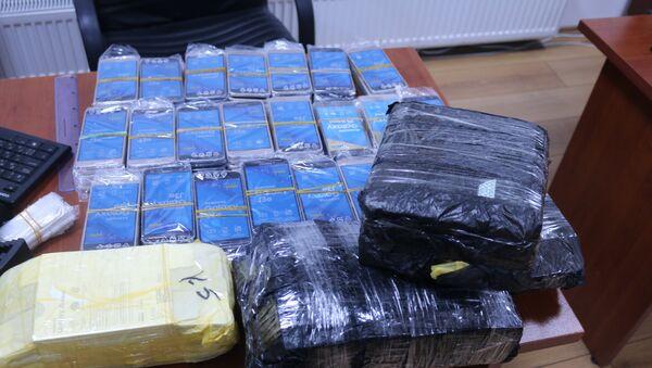 Мобильные телефоны, изъятые сотрудниками ГТК Азербайджана у контрабандистов - Sputnik Азербайджан