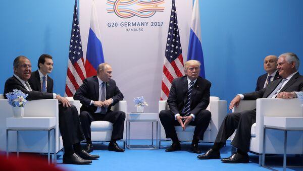 Встреча Владимира Путина и Дональда Трампа в Гамбурге, Германия, 7 июля 2017 года - Sputnik Azərbaycan