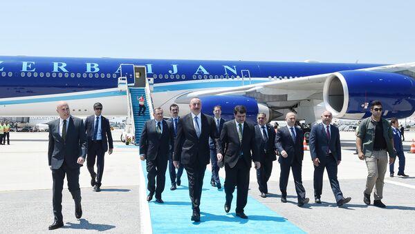 Президент Ильхам Алиев прибыл в Стамбул - Sputnik Azərbaycan