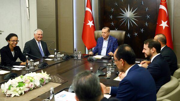 Встреча президента Турции Реджепа Тайипа Эрдогана с госсекретарем США Рексом Тиллерсоном, Стамбул, 9 июля 2017 года - Sputnik Азербайджан