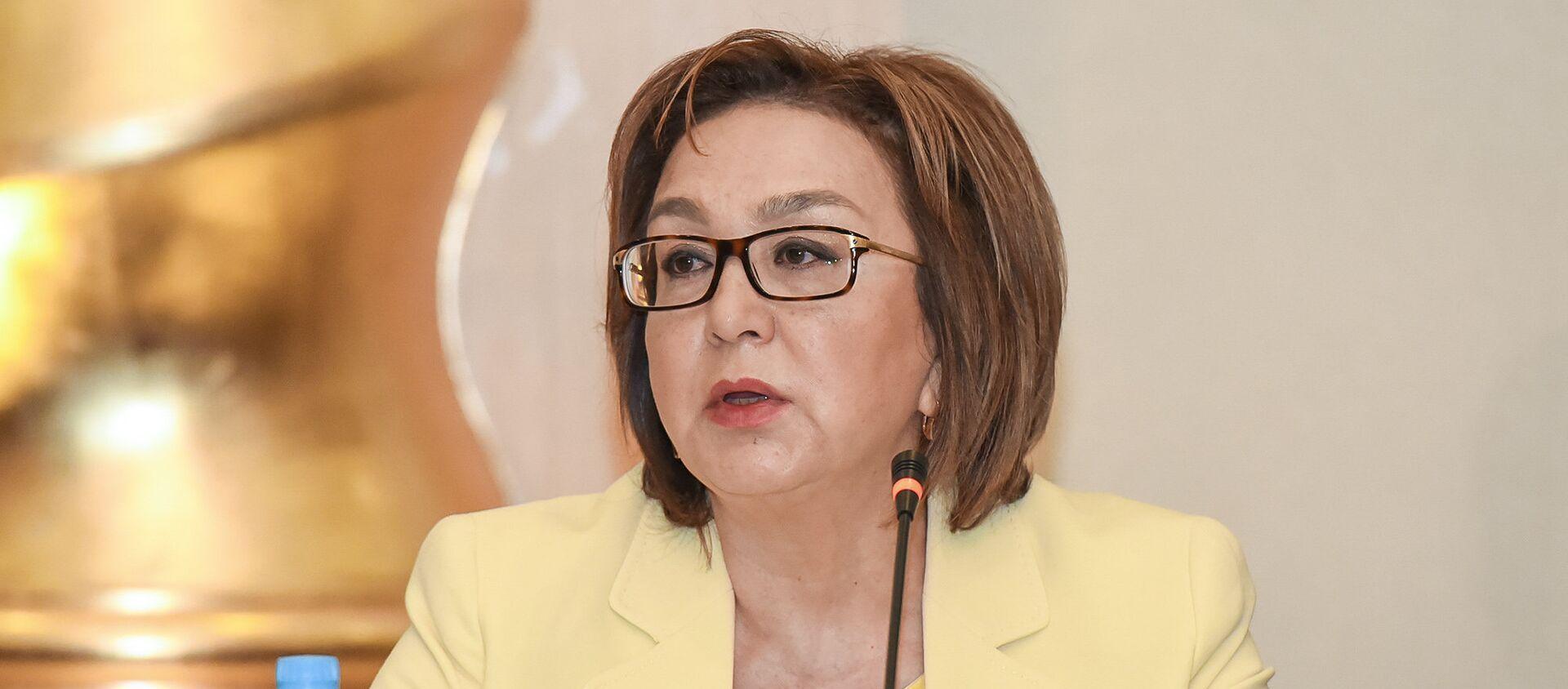 Председатель Совета директоров Государственного экзаменационного центра Малейка Аббасзаде - Sputnik Азербайджан, 1920, 26.04.2021