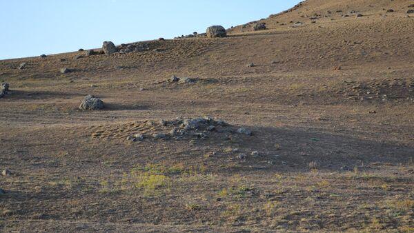 Древние могилы в горной цепи Пештасар - Sputnik Азербайджан