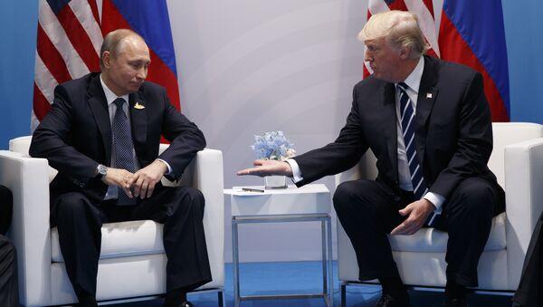 Встреча президентов России и США Владимира Путина и Дональда Трампа, фото из архива - Sputnik Азербайджан