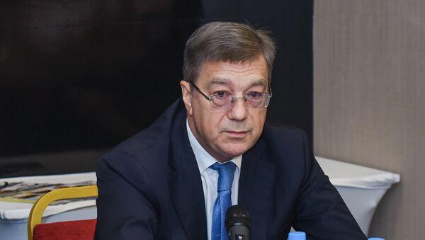 Посол России в Азербайджане Владимир Дорохин в ходе конференции общественных объединений российских соотечественников в АР - Sputnik Азербайджан