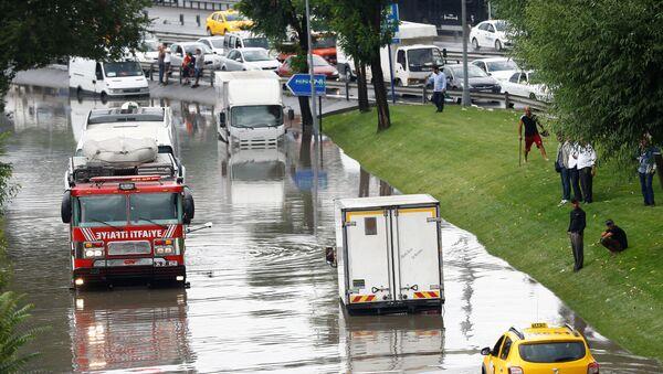 Сильнейший ливень в Стамбуле - Sputnik Азербайджан