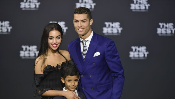 Kriştianu Ronaldo və Corcina Rodriqez, arxiv şəkli - Sputnik Azərbaycan