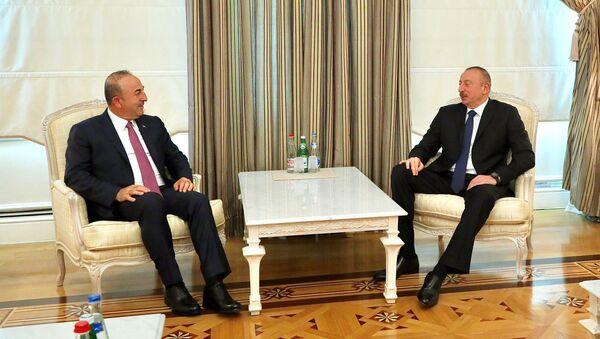 Встреча президента Азербайджана Ильхама Алиева и министра иностранных дел Турции Мевлюта Чавушоглу, Баку, 19 июля 2017 года - Sputnik Азербайджан