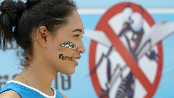 Участница кампании Совместная борьба против Денге в Камбодже, 3 июля 2017 года - Sputnik Азербайджан