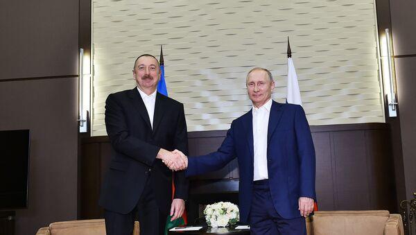 Президент РФ Владимир Путин и президент Азербайджана Ильхам Алиев во время встречи, 21 июля 2017 года - Sputnik Азербайджан