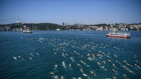 29-й ежегодный межконтинентальный заплыв через пролив Босфор - Sputnik Азербайджан