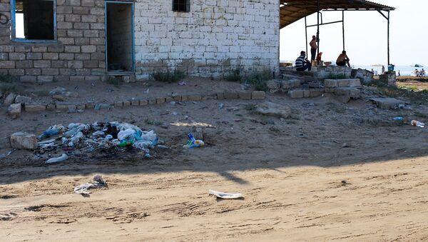Мусор на берегу Каспия, фото из архива - Sputnik Азербайджан