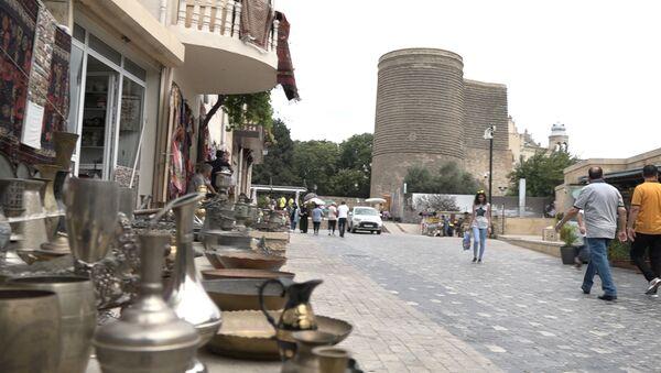 Туристам сложно добраться до этих мест в Старом городе Баку - Sputnik Азербайджан