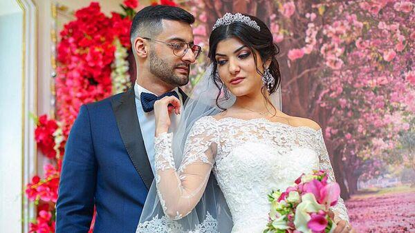 Армянский блогер Тамаз Авдалян со своей супругой - Sputnik Азербайджан