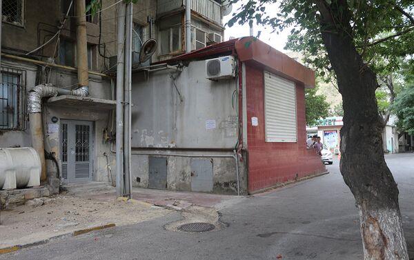 Незаконные пристройки в домах по улице Ага Нейматулла - Sputnik Азербайджан
