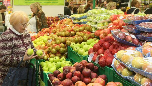 Покупатели в торговом зале гипермаркета - Sputnik Азербайджан
