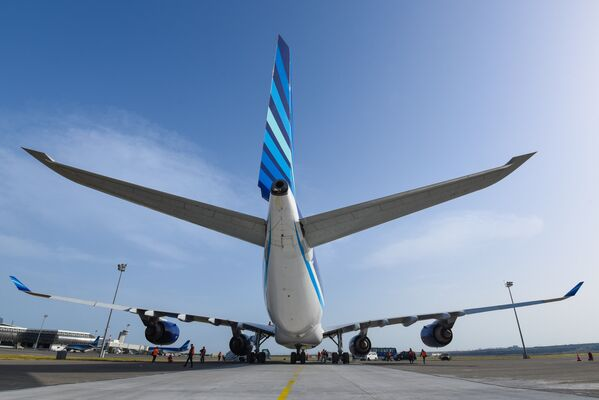 Самолет Airbus A340-500 азербайджанских авиалиний - Sputnik Азербайджан