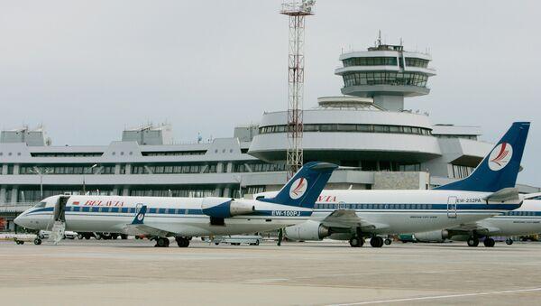 Внешний вид здания национального аэропорта Минска - Sputnik Азербайджан