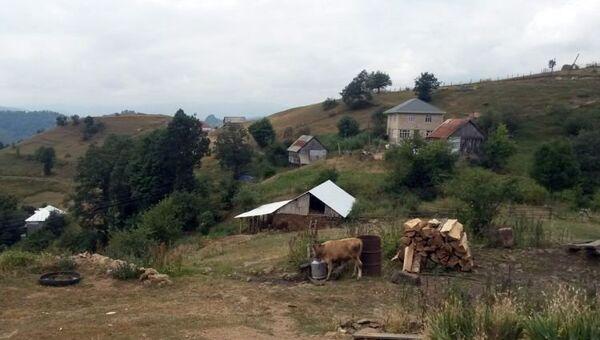 Подвергшиеся обстрелу дома в селе Гаралар Товузского района Азербайджана - Sputnik Азербайджан