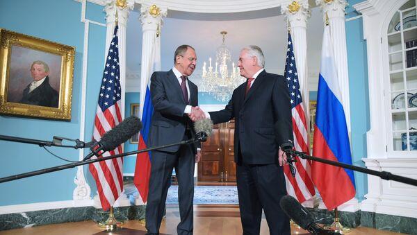 Встреча главы МИД России Сергея Лаврова с госсекретарем США Рексом Тиллерсоном, 10 мая 2017 года - Sputnik Азербайджан