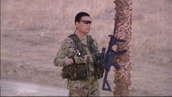 Президент Туркменистана Гурбангулы Бердымухамедов принимает участие в военных учениях - Sputnik Азербайджан