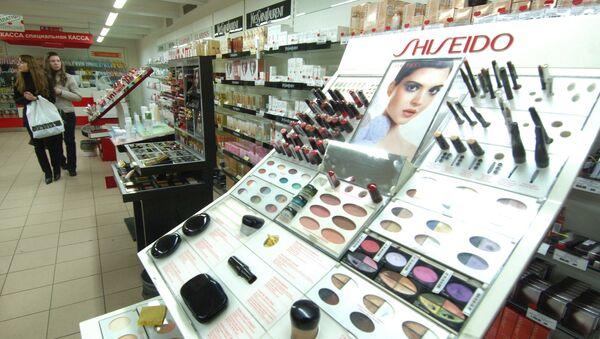 В магазине парфюмерии и косметики, фото из архива - Sputnik Азербайджан