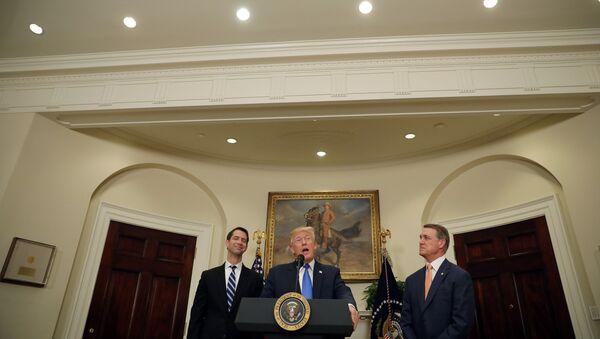 Президент США Дональд Трамп выступает во время объявления об иммиграционной реформе, Белый дом, 2 августа 2017 года - Sputnik Азербайджан