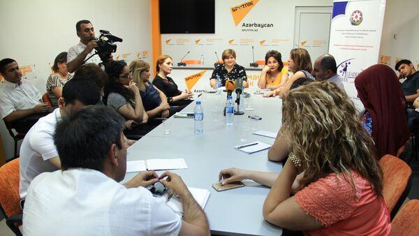 Круглый стол на тему Социально-психологические проблемы у женщин и пути их решения - Sputnik Азербайджан