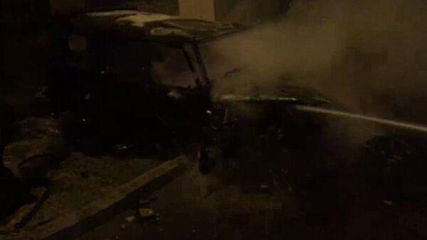 В Баку сгорел Mercedes Gelandewagen - Sputnik Azərbaycan