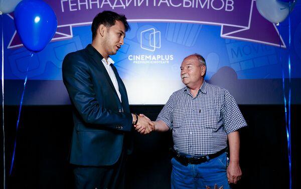 Празднование пятидесятилетнего юбилея трудовой деятельности киномеханика Геннадия Гасымова - Sputnik Азербайджан