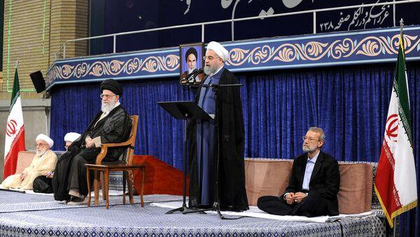 Выступление президента Ирана Хасана Рухани на церемонии одобрения в Тегеране, 3 августа 2017 года - Sputnik Азербайджан