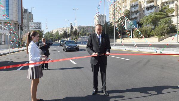 Ильхам Алиев принял участие в открытии новых дорог в Ясамальском районе Баку - Sputnik Азербайджан