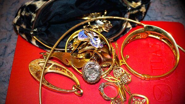 Золотые украшения, фото из архива - Sputnik Азербайджан