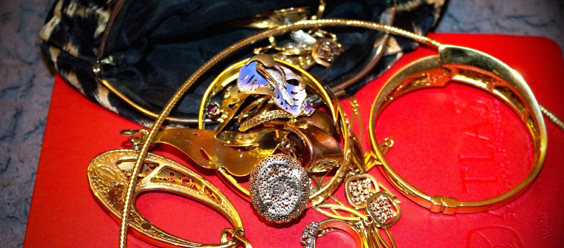 Золотые украшения, фото из архива - Sputnik Азербайджан, 1920, 28.01.2021