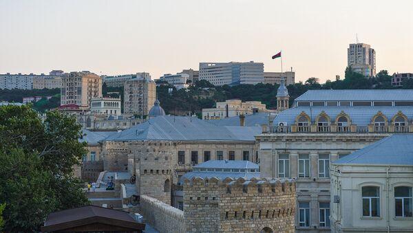 Вид на Баку с одной из башен крепостной стены Ичеришехер - Sputnik Азербайджан