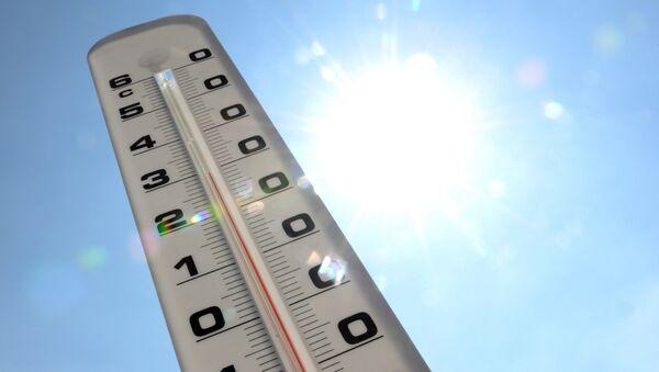 Уличный термометр, фото из архива - Sputnik Азербайджан