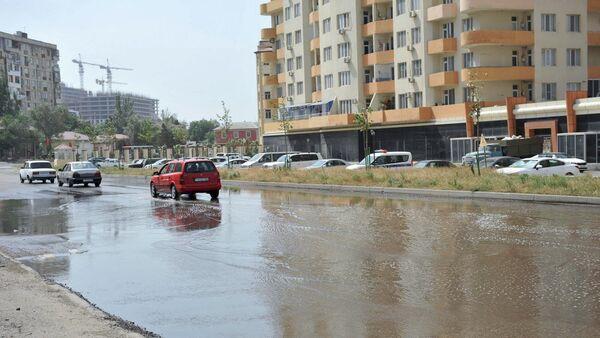 Прорыв канализации на одной из улиц Баку, фото из архива - Sputnik Азербайджан