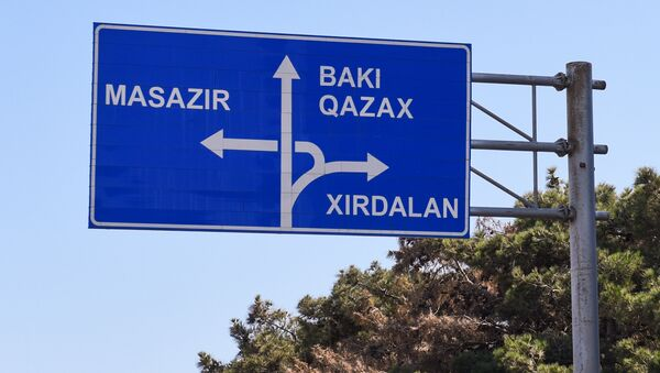 Указатель населенных пунктов на трассе Баку-Сумгайыт  - Sputnik Azərbaycan