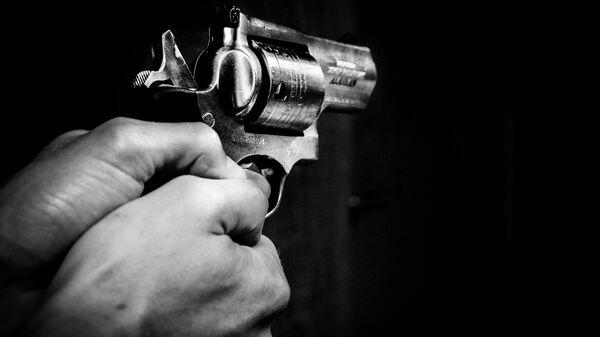 Пистолет в руке, фото из архива - Sputnik Azərbaycan