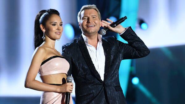 Российские певцы Алина Август и Николай Басков в Баку, 30 июля 2017 года - Sputnik Азербайджан