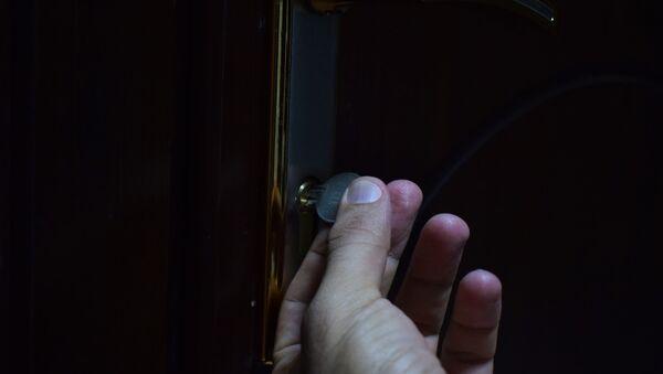 Ключ в дверном замке, фото из архива - Sputnik Азербайджан