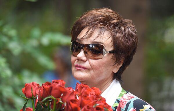 В Баку на Аллее почетного захоронения почтили память Муслима Магомаева в день его 75-летия - Sputnik Азербайджан