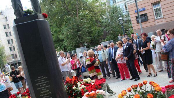 Памятник Муслиму Магомаеву в Москве - Sputnik Азербайджан