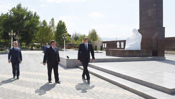 Президент Ильхам Алиев в парке Гелебе - Sputnik Азербайджан