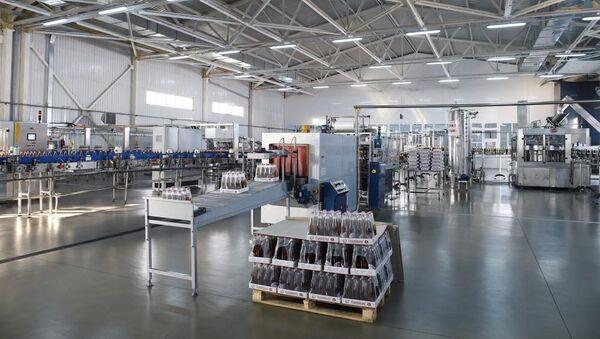 Один из производственных цехов завода - Sputnik Азербайджан