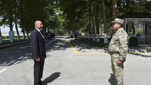 Начальник Генштаба ВС Наджмеддин Садыков отдает рапорт Верховному Главнокомандующему Ильхаму Алиеву - Sputnik Азербайджан