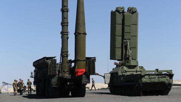 Зенитно-ракетный комплекс С-400 Триумф, фото из архива - Sputnik Азербайджан