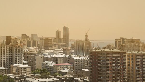 Загрязненный пылью воздух в Баку, фото из архива - Sputnik Азербайджан